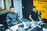 Студенты Элдияр Токтошев и Манас Мамакеев, которые помогали пострадавшим в дтп на Тоо-Ашуу во время интервью Sputnik Кыргызстан