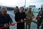 Президент Алмазбек Атамбаев Чоң-Кара айылындагы чек ара заставасынын ачылышында