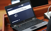 Компьютер депутата на заседании Жогорку Кенеша КР. Архивное фото