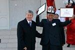 Президент Алмазбек Атамбаев Баткен облусунун Чоң-Кара айылындагы мектептин ачылыш аземинде