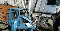 Бишкек — Нарын — Торугарт кан жолунун айланма жолунда сүзүшкөн жүк ташуучу унаа менен фура