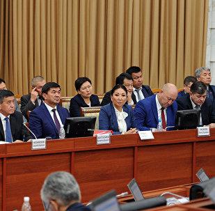 Заседание Жогорку Кенеша Кыргызской Республики представил Программу, структуру и состав Правительства Кыргызской Республики. Архивное фото