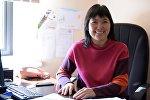 Архивное фото руководителя пресс-службы мэрии Бишкека Гуля Алмамбетова в рабочем кабинете