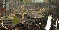 Тысячи американцев прошли маршем по Нью-Йорку в знак протеста против Трампа