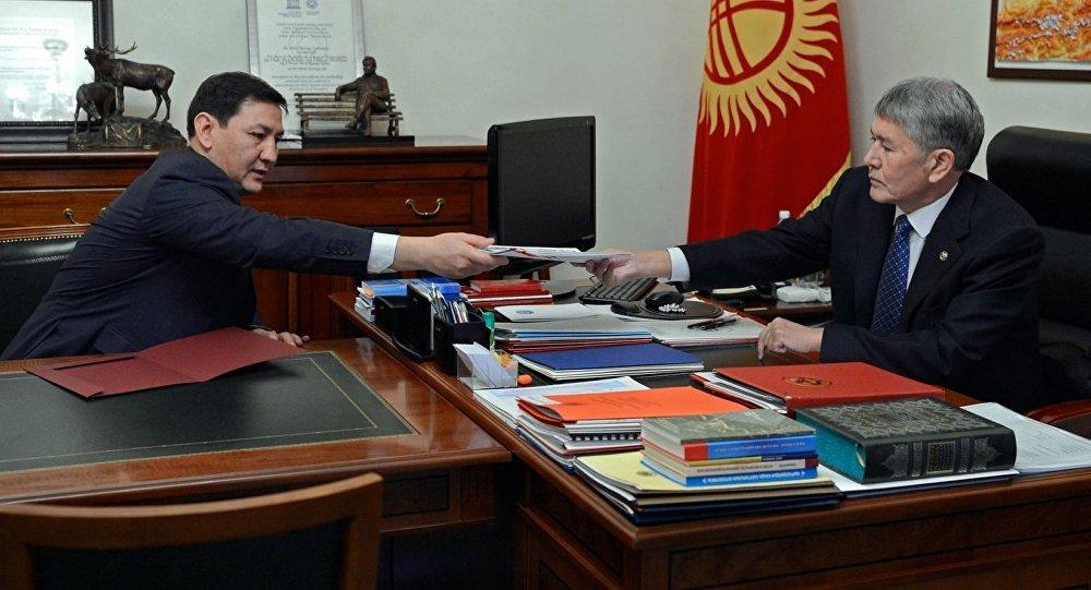 Президент Алмазбек Атамбаев УКМКнын төрагасы Абдил Сегизбаевди кабыл алуу учурунда