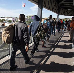 АКШнын чек арасында турган мигранттар. Архив