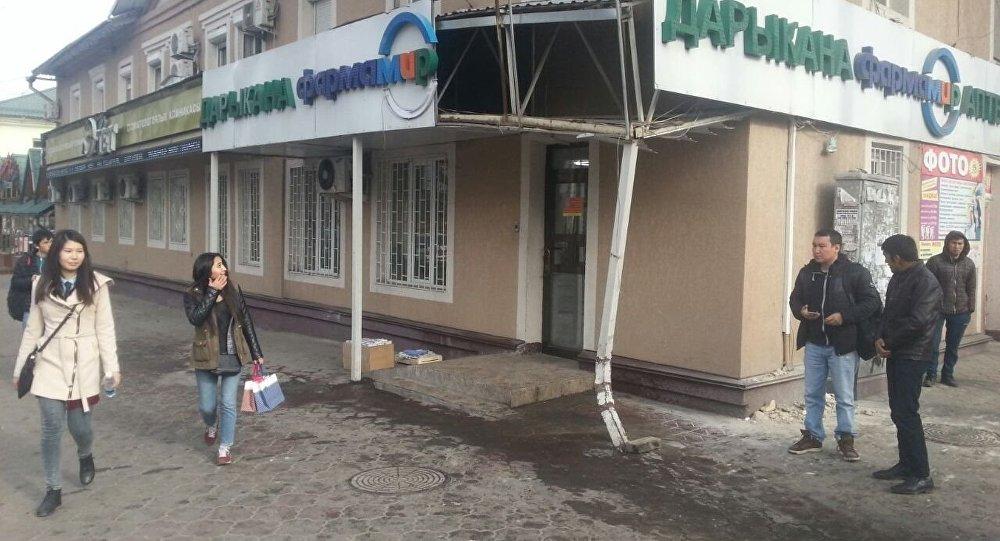 Аптека на пересечении улиц Абдрахманова и Горького где произошло ДТП