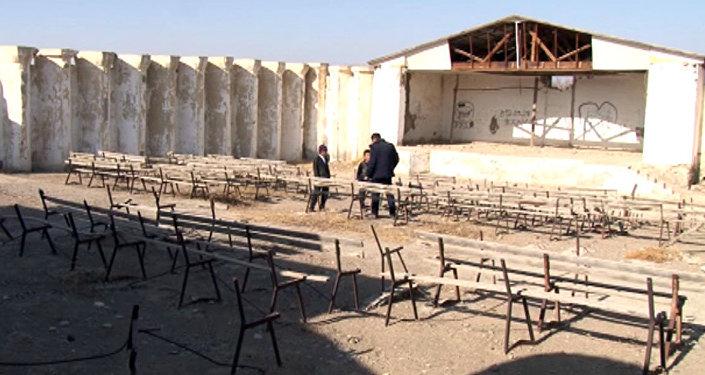 Разбитая культура: в Баткене летний клуб превращается в руины