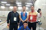 Токиодо өткөрүлгөн балдар арасындагы оор атлетика боюнча чемпионатта үчүнчү орунду ээлеген кыргызстандык Бекдөөлөт Расулбеков