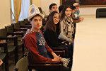 Бишкектеги Иван Панфилов атындагы №6 мектеп-гимназиянын окуучулары жана мугалимдери КМШнын панфиловчу мектептеринин Жаш жүрөктөр эл аралык слетуна катышып жатат