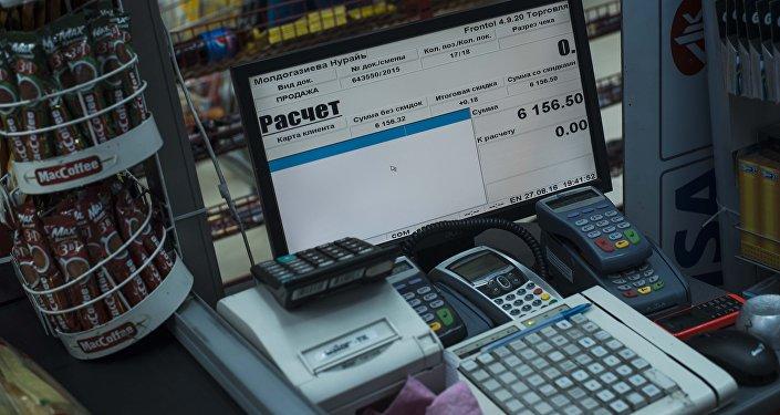 Контрольно-кассовые машины (ККМ) в одном из супермаркетов Бишкека
