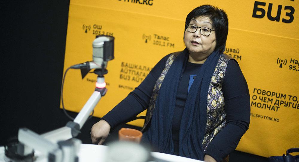 Директор клиники профессора Асымбековой, экс вице-премьер-министр по социальным вопросам КР Гульнара Асымбекова во время интервью Sputnik Кыргызстан