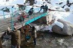 Ысык-Көл облусуна караштуу Ак-Суу районунун Жыргалаң айылынын тургундары Көк-бел суусуна узундугу 12 метрди түзгөн көпүрө курду