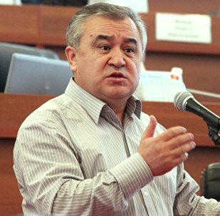 Архивное фото лидера фракции Ата Мекен Омурбека Текебаева
