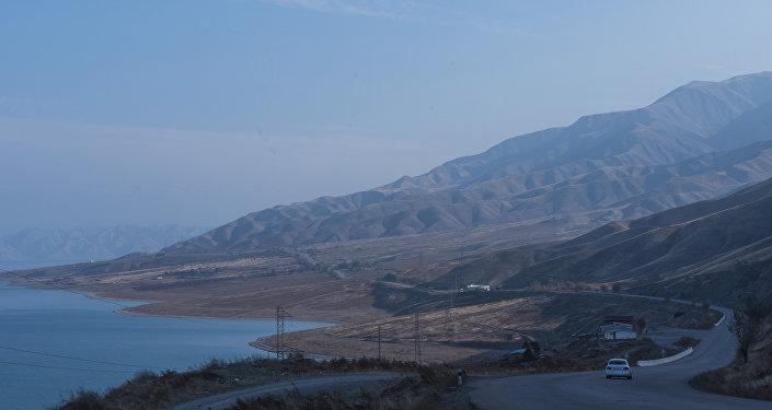 Токтогульское водохранилище. Вид с трассы Бишкек — Ош. Архивное фото
