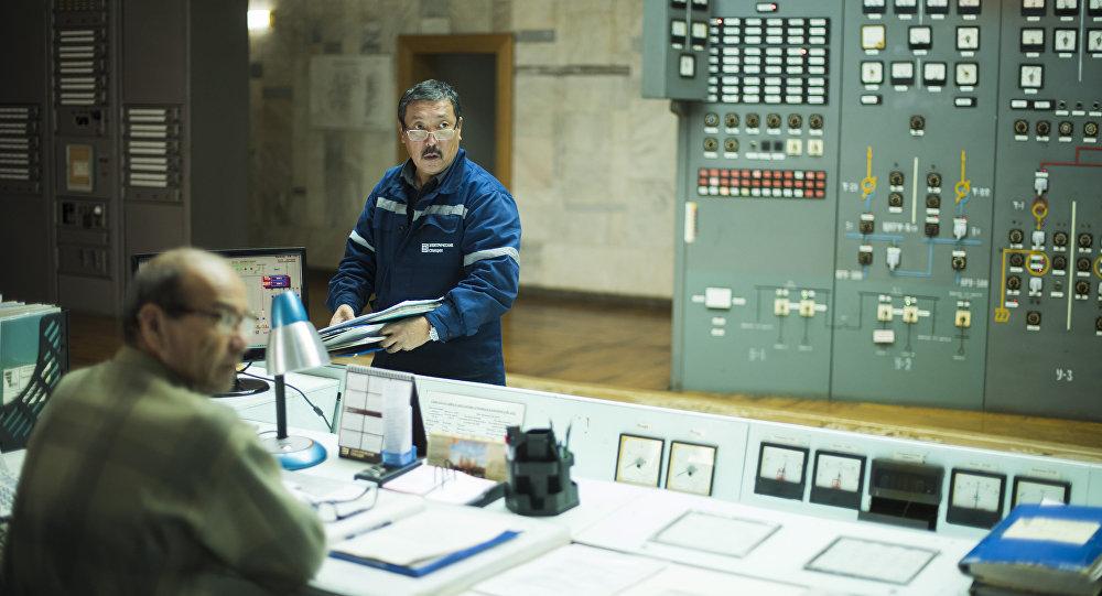 Зал управления электростанцией Токтогульской ГЭС. Архивное фото