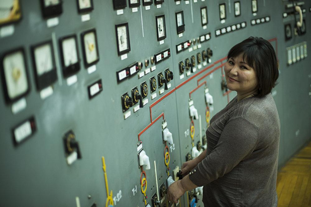 Айымдын колунда жалпы өлкөнүн электр агымы турат