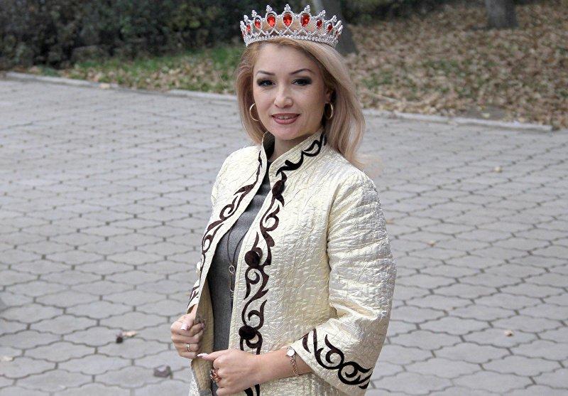 Участница из Кыргызтана на конкурсе красоты Missis Top of the World – 2016 Наргиза Осмонова во время интервью Sputnik Кыргызстан
