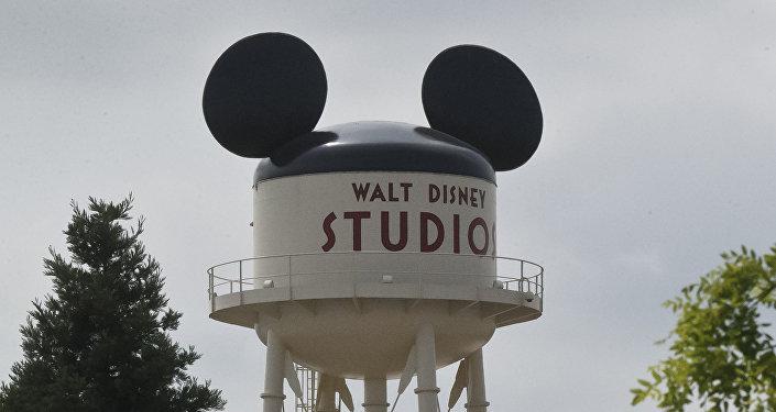 Логотип в Walt Disney Studios на водонапорной башне. Архивное фото