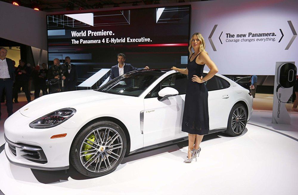 Россиялык теннисчи  Мария Шарапова мельдоний чырынан кийин менен Лос-Анжелесте актер Патрик Демпси менен гибриддик жаңы Porsche Panamera автоунаасынын бет ачарын өткөрдү.