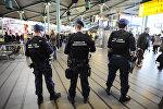 Военная полиция во время усиленного патрулирования в аэропорту Амстердама. Архивное фото