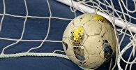 Мяч в сетке в футзальном зале. Архивное фото