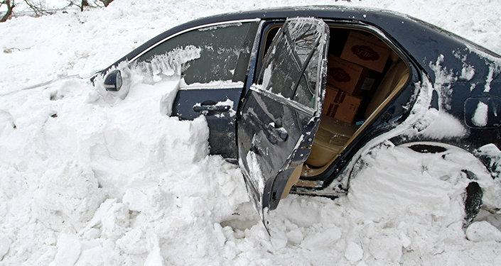 ВКыргызстане лавина накрыла автомобиль спограничниками