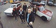 Московская музыкальная группа Экспедиция Восход, которая отправилась на Бали на двух советских автомобилях марки Волга.