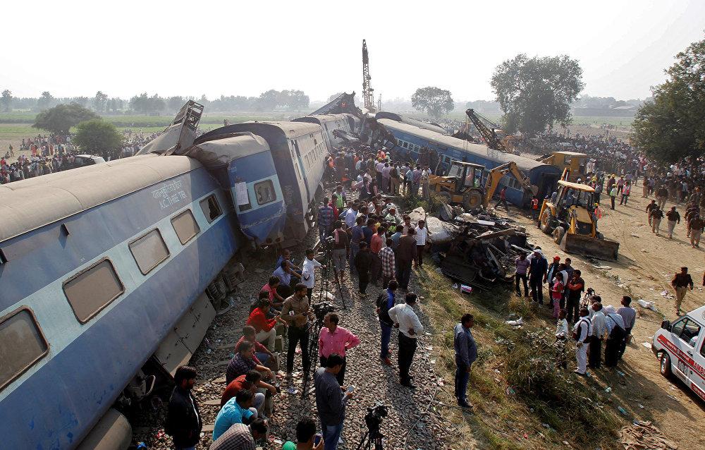 Индиянын Уттар-Прадеш штатында поезддин 14 вагону жолдон чыгып кетип, 120дан ашуун адам кырсыктан каза тапты.