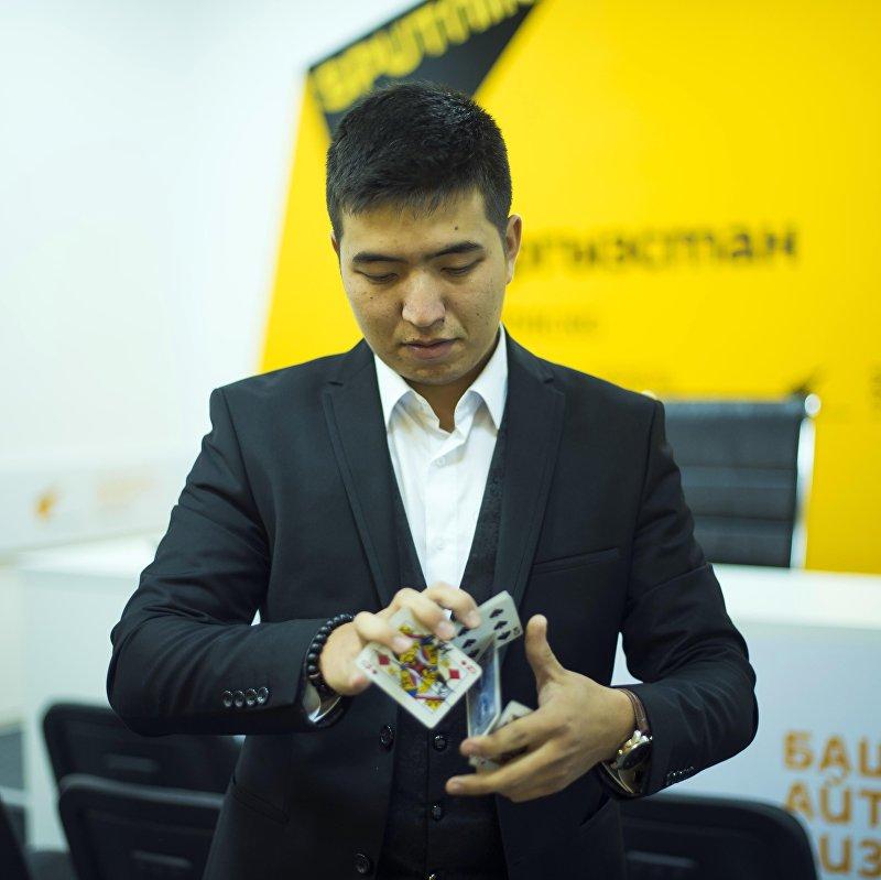 Иллюзионист Жанат Абдыкадыров на радио Sputnik Кыргызстан