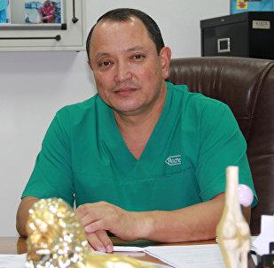 Травматология жана ортопедия илим изилдөө борборунун директору Сабырбек Жумабековдун архивдик сүрөтү