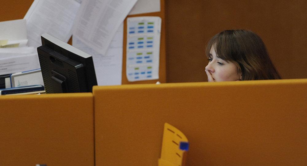 Работник офиса. Архивное фото