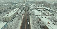 Вид с высоты на город Бишкек после снегопада. Архивное фото
