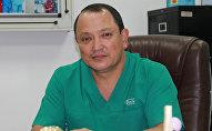 Директор Научно-исследовательского центра травматологии и ортопедии, профессор, ортопед Сабырбек Жумабеков. Архивное фото