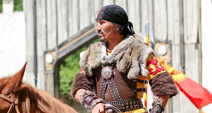 АКШда эмгектенген кыргызстандык актер Досберген Козугулов
