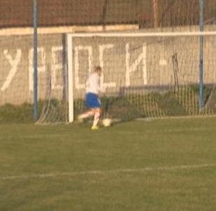 Да ладно?! Футболист не забил в пустые ворота в упор