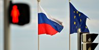 Архивное фото флагов России и ЕС