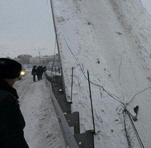 Падение моста в центре Усть-Каменогорска, Казахстан