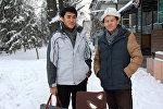 Кыргызстандык дизайнер Искендер Асаналиев (солдо) жана Жанышбек Ботоев