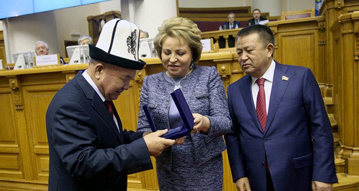 Акын Шайлообек Дүйшеев КМШ алкагындагы сыйлыкка татыды