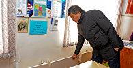 Премьер-министр Сооронбай Жээнбеков Токмок шаарындагы социалдык объектилерди кыдыруу учурунда