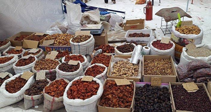 С резким похолоданием погоды традиционная ярмарка сельхозпродуктов в четырех точках Бишкека может приостановиться