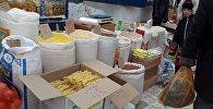 Продажа продуктов на продовольственной ярмарке на Шопокова - Фрунзе