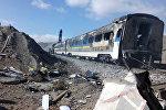Обгоревший поезд после столкновения с другим поездом на севере Ирана