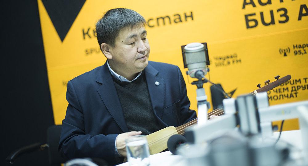 Акын Элмирбек Иманалиев. Архивдик сүрөт