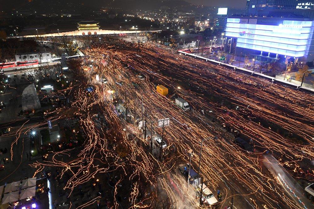 Түштүк Кореядагы өкмөткө каршы уюштурулган акция. Бул иш-чарага 1,6 миллион адам катышып, эң масштабдуу акция болуп калды