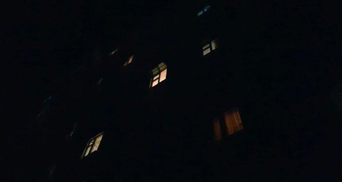 Кырсыктуу окуя Ибраимов просепектиси менен Түгөлбай ата көчөлөрүнүн кесилишинен алыс эмес жердеги тогуз кабаттуу үйдө болгон.