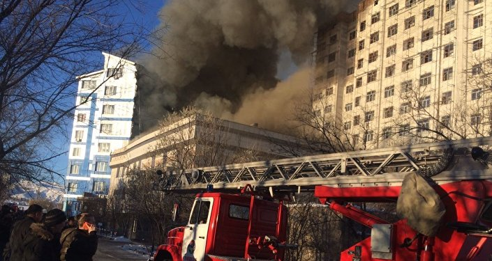 Кошмарный пожар вчастной школе Бишкека попал навидео