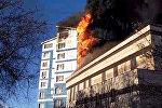 Пламя охватило здание частной школы — кадры пожара в Бишкеке