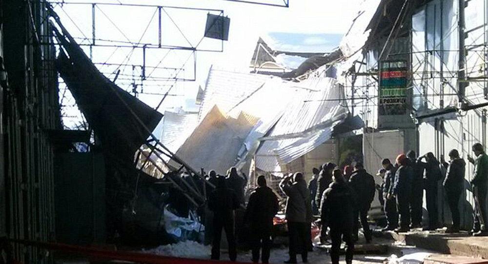 Казахстанцы пострадали при обрушении кровли нарынке «Дордой» вБишкеке
